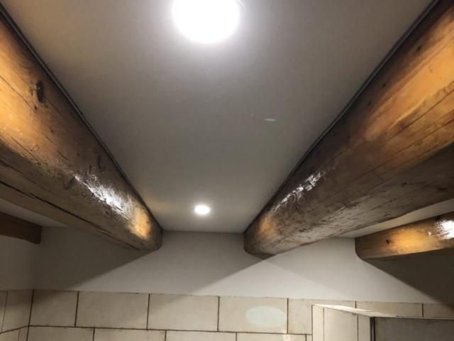 Foliový strop mezi přiznané krokve Příbram